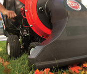 Single-lever height adjustment on a DR self-propelled leaf vacuum